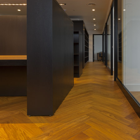 Eglutės rašto grindys biure