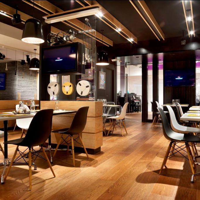 redinės grindys restrane, parketlentės restorane, parketlentės komercinės patalpose