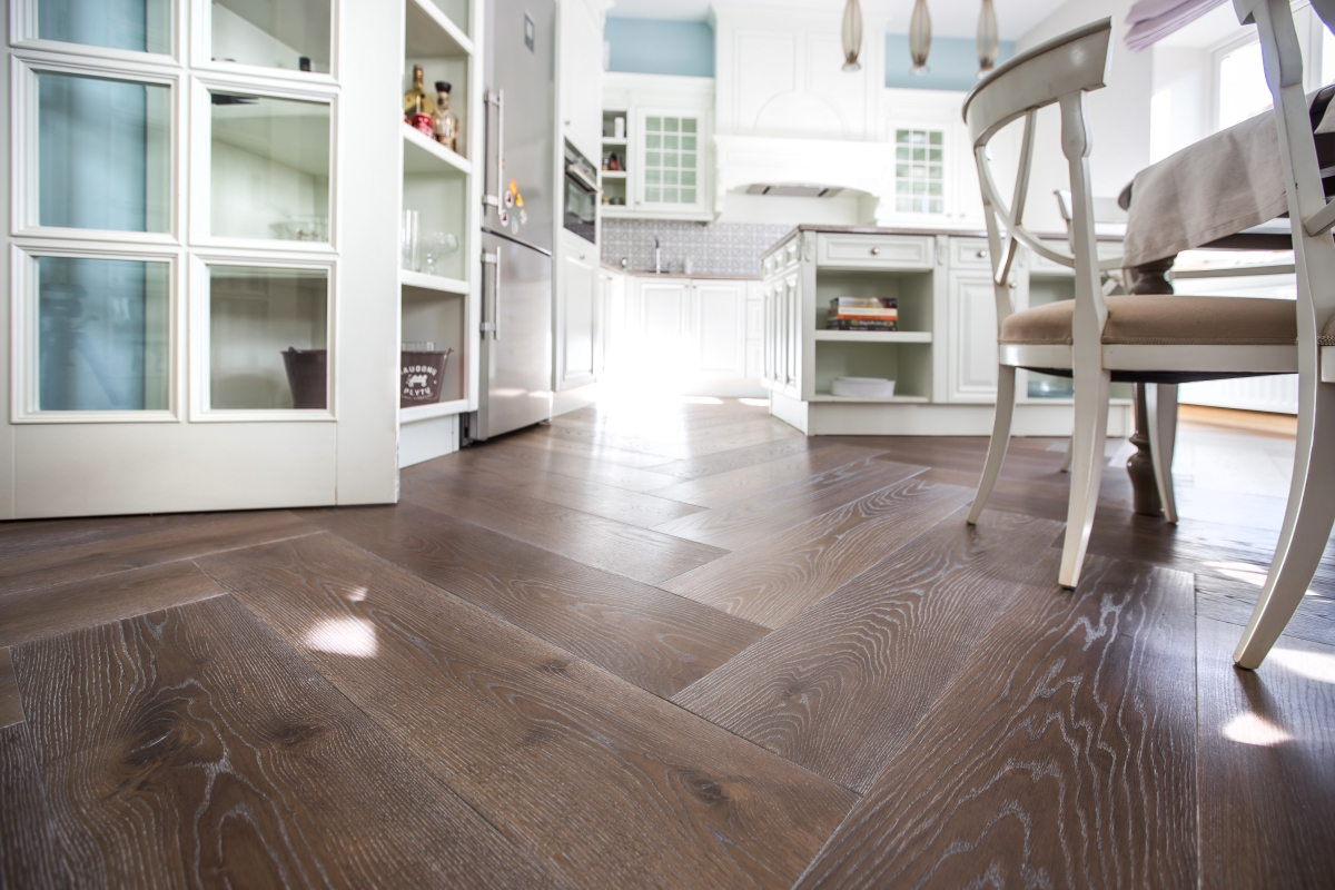 eglutės rašto medinės grindys, parketlentės eglutė, ąžuolo grindys, ąžuolo parketas